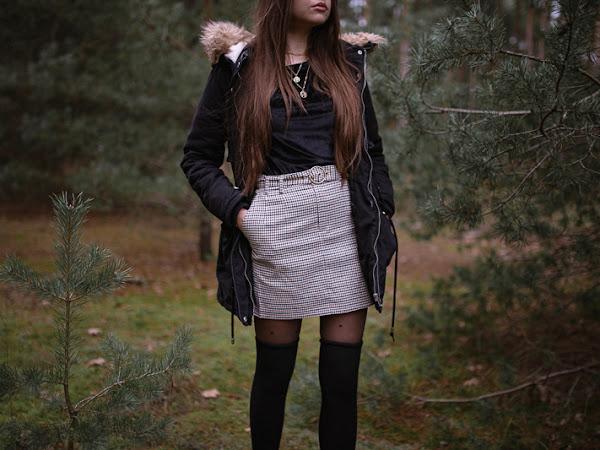372. Stylizacja: zimowa parka, welurowa bluzka i spódnica w kratkę