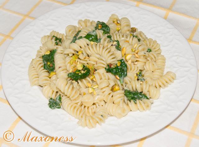 Зеленая паста с голубым сыром. Итальянская кухня