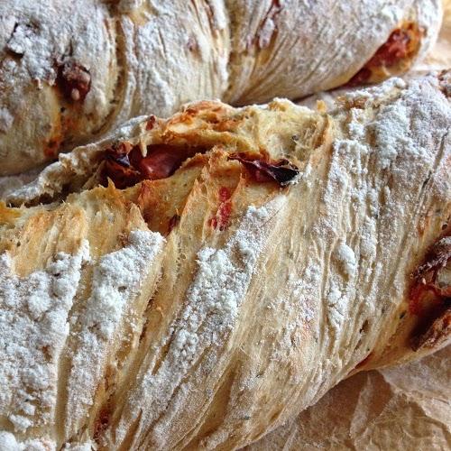 Übernacht-Tomatenbrot ~ Baguette mit getrockneten Tomaten in der Übernachtmethode