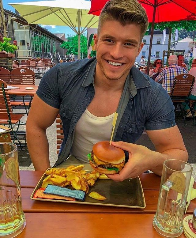 hot-dude-eating-fast-food-hamburger-fries-amazing-killer-smile