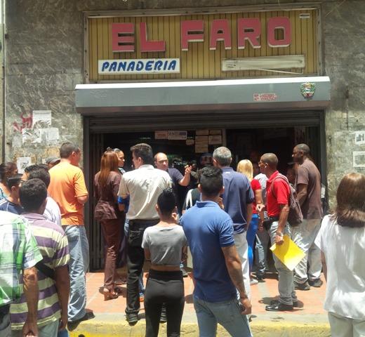 Protestan que Sundde y Gobierno del Distrito Capital obligan a panaderías solo vender a inscritos en CLAP