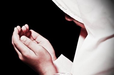 Duhai Muslimah, Lakukan Ini Jika Ingin Jari-Jarimu Jadi Penyelamat Di Akhirat