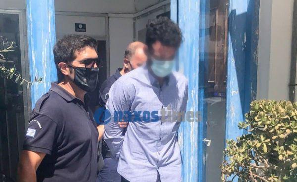 Φολέγανδρος: Γιούχαραν έξω από το Πρωτοδικείο Νάξου τον 30χρονο δολοφόνο της Γαρυφαλλιάς – Οι προκλητικές του δηλώσεις