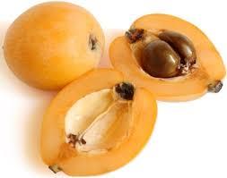 Asa arata fructul Loquat Atentie semintele sunt toxice deci nu le mancati