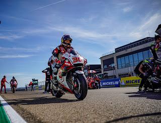 Taka pembalap MotoGP sedang bersiap-siap untuk race