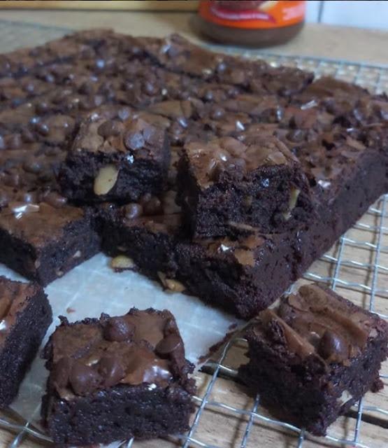 Diresepnya sebenernya gak pake ovomaltine Resep Fudge Brownies Ekonomis 2 Telur Enak dan Sederhana by Ikaikuika