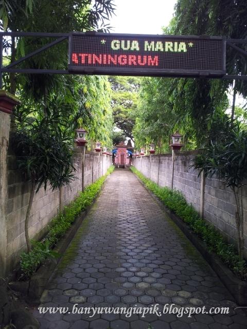 Lorong menuju lokasi Gua Maria Jatiningrum, Banyuwangi.