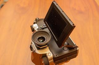 PENTAX アイカップ MII を KP に装着したときの背面液晶の展開