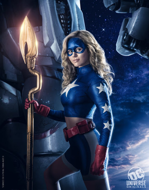 "Primera imagen de Courtney Whitmore como ""Stargirl""."
