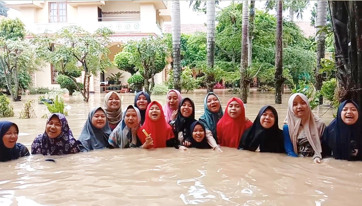 Meyakini Hujan Sebagai Karunia Allah