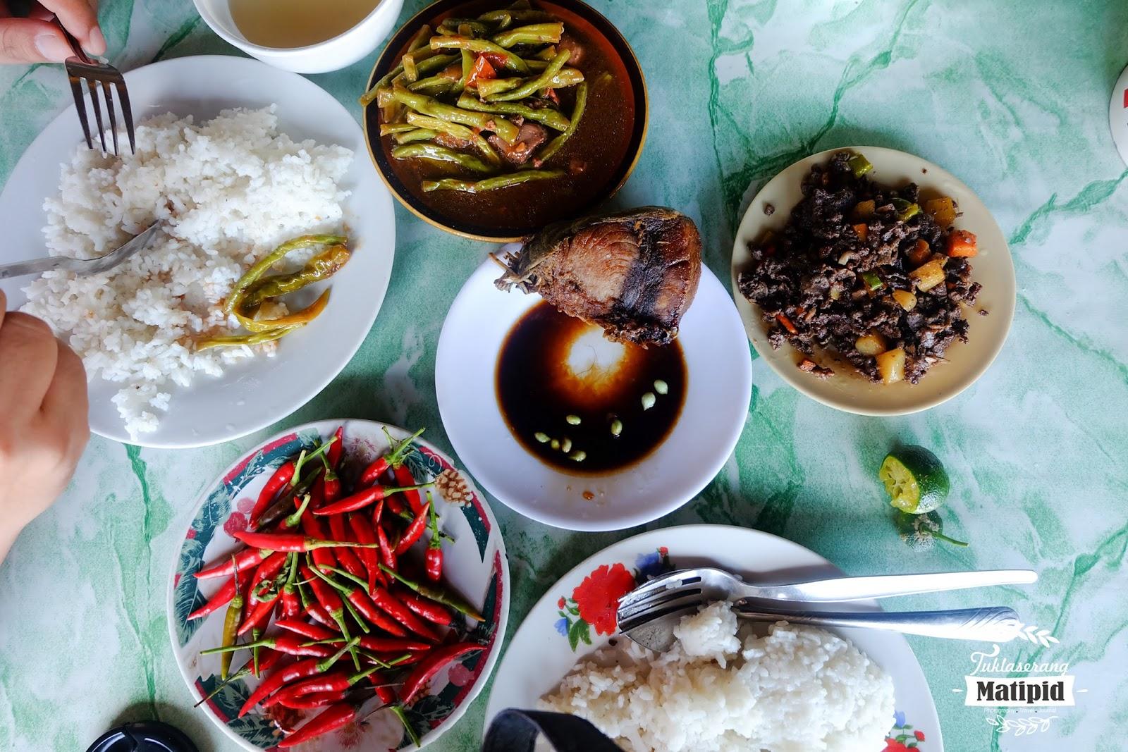Eating Carenderia type food in Sabang