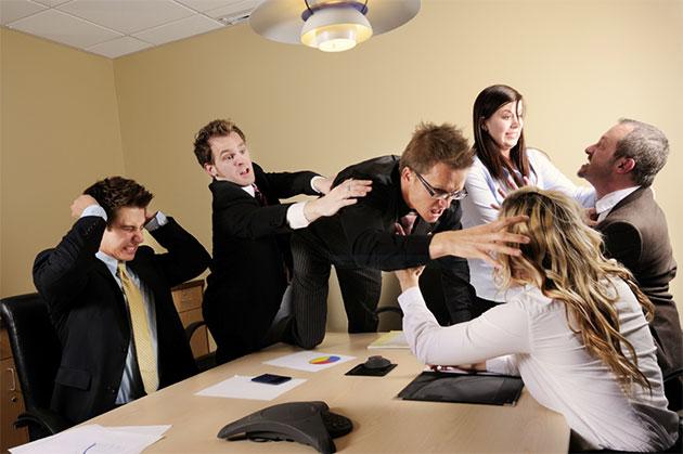 Как избежать конфликта на работе — правильно общайтесь