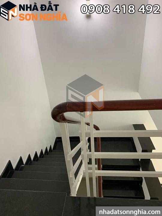 Cầu thang nội thất mới