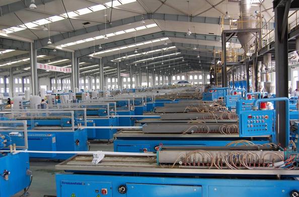 Kapasitas 42 lines dengan total 80.000 ton lebih batangan kusen upvc per tahun
