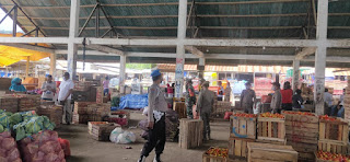 Kunjungi Pasar Agro, Personel Polsek Alla Himbauan Masyarakat Patuhi Protokol Kesehatan