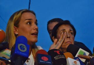 Luego de 35 días de aislamiento, y diversos rumores, el gobierno chavista que encabeza Nicolás Maduro accedió a que Leopoldo López, líder de la coalición opositora Voluntad Popular, pueda tener contacto con su esposa, la activista Lilian Tintori.