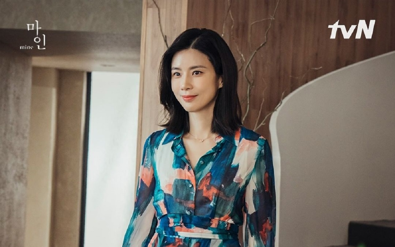 Lee Bo Young looks elegant as a conglomerate son-in-law in 'Mine', his  acting skills reap appreciation