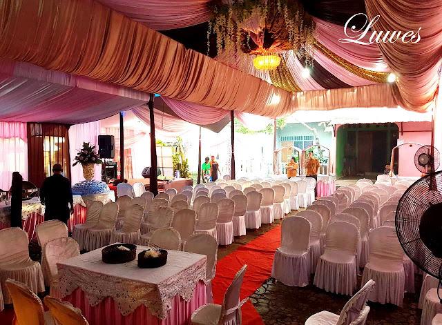 Dekorasi wedding dan tenda untuk resepsi pernikahan di rumah
