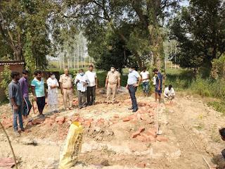 भारी विरोध के बाद चालू हुआ सामुदायिक शौचालय का निर्माण कार्य | #NayaSaberaNetwork