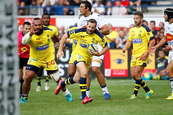 Camille Lopez of Clermont scores a try against Agen