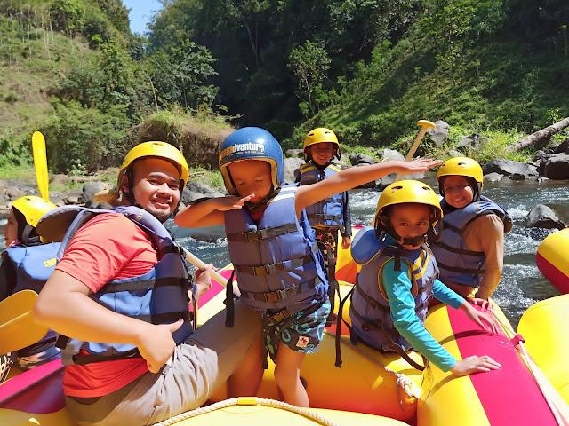 rafting bersama anak