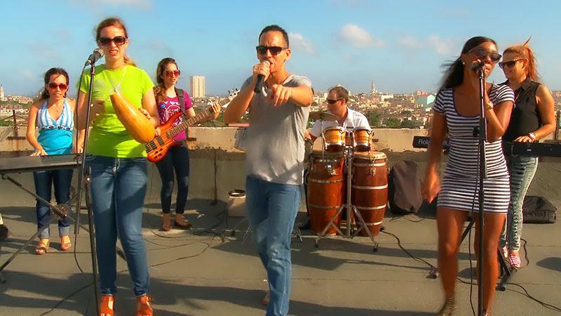 Abel Maceo y su Grupo - ¨Que buena vida de que¨ - Videoclip - Dirección: Marilin Cisneros. Portal Del Vídeo Clip Cubano - 07