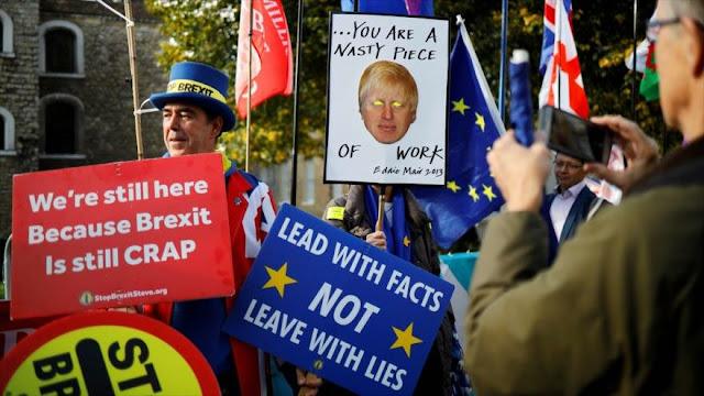 Activistas británicos protestan contra Brexit frente al Parlamento