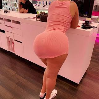 Hermosa madura cuerpo sensual mini vestido entallado