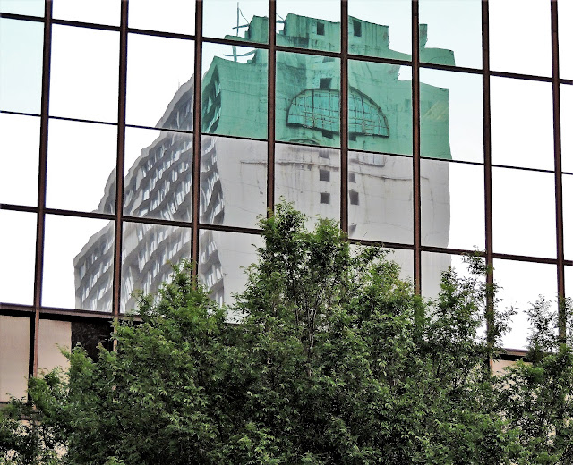 Former HEAVEN-ON-EARTH Day's Inn (mirror image at Amegy Bank Building)
