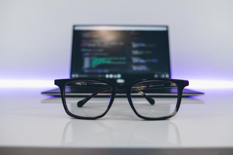 Kelebihan Kacamata Photochromic Anti Radiasi Komputer