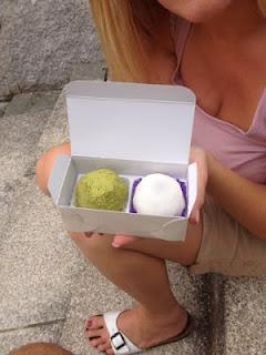 io che apro la confezione che contiene i daifuku