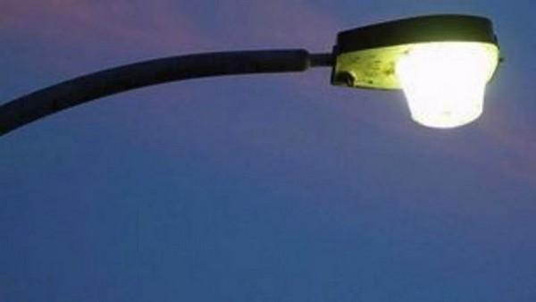 Ήγουμενίτσα: Έπεσε λάμπα από κολόνα στην Ηγουμενίτσα σε σταθμευμένο αυτοκίνητο και διέλυσε το παμπρίζ του