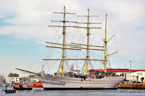 Kapal Layar Teranyar Milik TNI Berlabuh di Port Said
