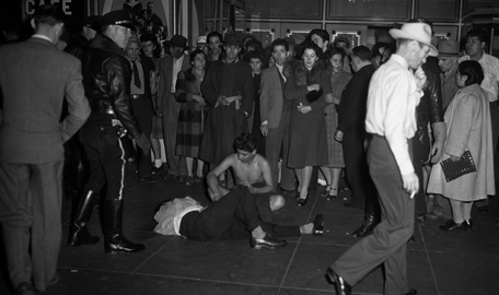 Police stand by as Zoot Suit wearers are beaten and stripped of their clothes, 1943 Courtesy messynessychic.com