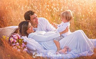 Galart fotógrafos.fotografías de embarazo en el campo. fotografía familiar. fotos familia en el campo.