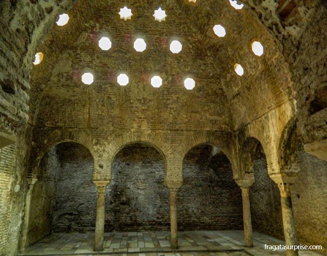 El Bañuelo, um dos banhos árabes mais antigos da Espanha, na Carrera del Darro, Granada