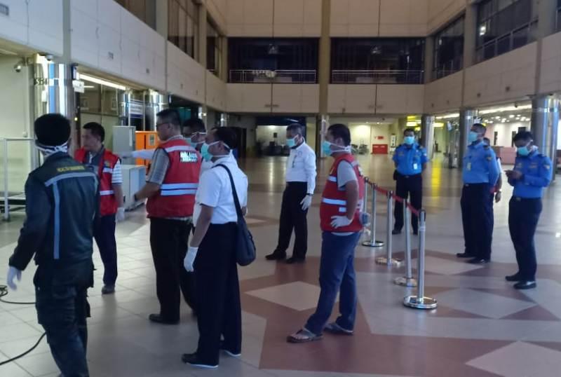 Cegah Meluasnya Covid-19, Pengelola BUBU Hang Nadim Batam Lakukan Disinfektan di Bandara Hang Nadim