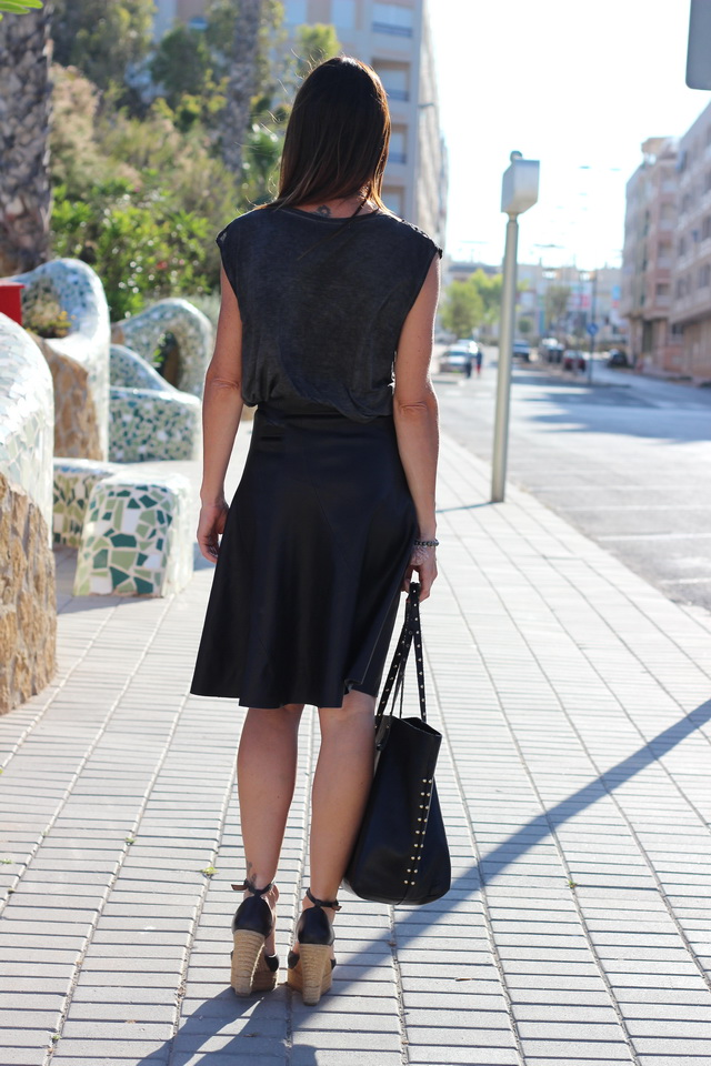Falda midi - streetstyle - Hakei - Guardamar - fashion blogger - Black outfit