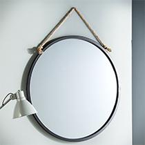 https://www.delamaison.fr/miroir-mural-rond-metal-noir-suspendu-corde-d70cm-tali-p-188511.html