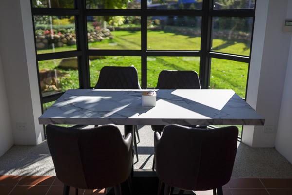 台中新社山水啡優美歐風教堂建築,庭園陽光草坪,輕鬆用餐好拍照