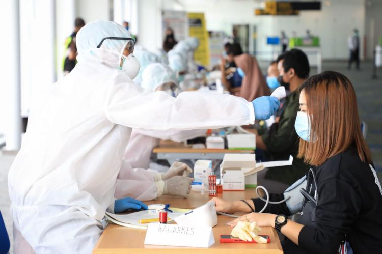 Tiba di Bandara, 39 PMI Asal Jateng Langsung Jalani Rapid Test