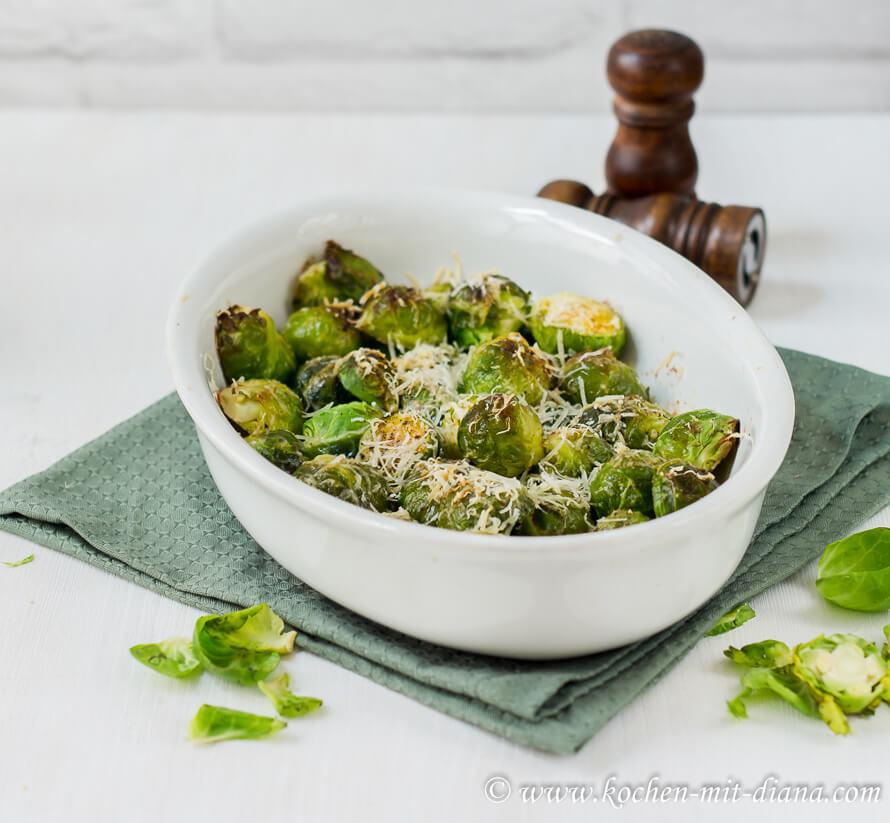 Im Ofen gerösteter Rosenkohl mit Parmesan