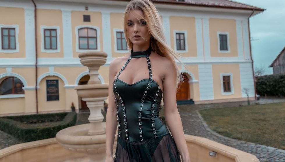 EllieLewis Model GlamourCams
