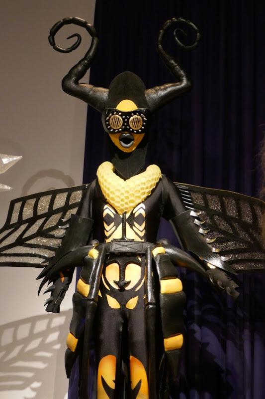 Gladys Knight Masked Singer season 1 Bee costume