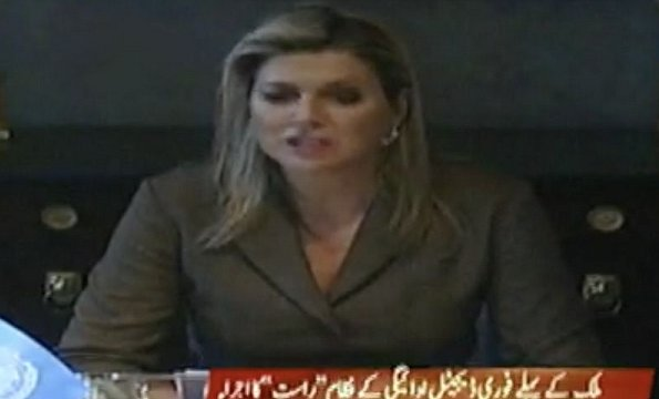 Queen Maxima delivered an online speech at the online launch of the Micro Payment Gateway Raast in Pakistan. Maxima wore a new coat dress by Natan