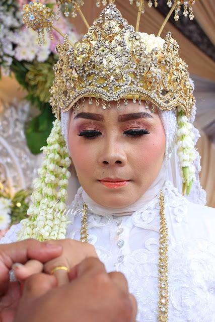 Makeup Artist dan rias pengantin muslim hijab dengan busana akad