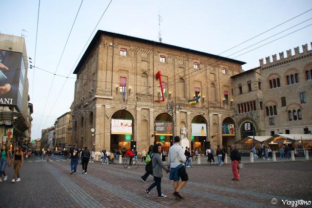Il Palazzo Comunale di Parma sulla Piazza Garibaldi