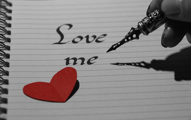 أصعب أنواع الحب حين يكون الحب من طرف , و أكثر سؤال يخطر في بال من وقع بالحب من طرف واحد كيف أنسى الحب من طرف واحد , لان من وقع في الحب من طرف لا يستطيع نسيان من أحب و يشعر بالعذاب كلما تذكر أن هذا الشخص الذي هو يحبه أنه لا يحبه , فمن الطبيعي حين يكون الحب آحادي الطرف أن يبحث العاشق عن كيف أتخلص من الحب من طرف واحد , و الأصعب في هذا الحب أن من يقع فيه يعرف أن هذا الحب مصيره غالباً الفشل و لا يعدو عن كونه عذاب نفسي متواصل , لهذا من المهم أن تعرف كيف تتغلب على الحب من طرف واحد , مهما كانت المعاناة التي سوف تشعر بها في  حل مشكلة الحب من طرف واحد , حيث أن أسباب الحب من طرف واحد هي أسباب الحب العادية و لكنه من جهة واحدة , لا تقلق تستطيع التغلب على الحب من طرف واحد , كما يمكنك سيدتي أن تتغلبي على الحب من طرف واحد , سوف نحاول اليوم توحيه أهم النصائح للتغلب على الحب من طرف واحد , سواء أكان الحب من طرف عند الرجل , أو , كان  الحب من طرف عند المرأة .