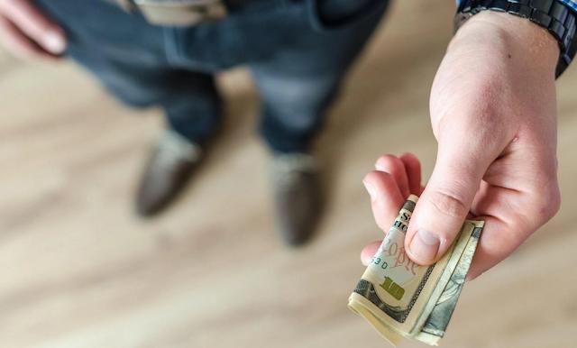 6 Cara Mencari Sumber Modal Usaha Bisnis Anda - Melalui Pinjaman dari Keluarga atau Teman