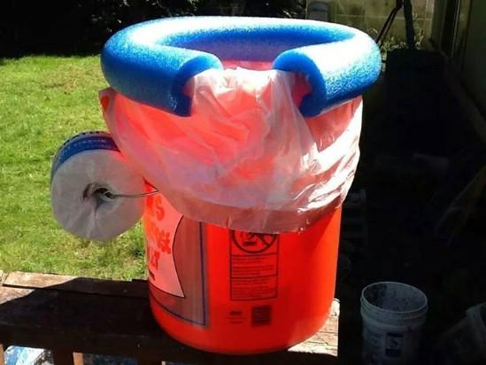 DIY%2BPortable%2BCamping%2BToilet 15 DIY Genius Project Ideas For Repurposing Old Gallon Buckets Interior